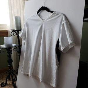 Large Under Armor V neck Shirt 0068